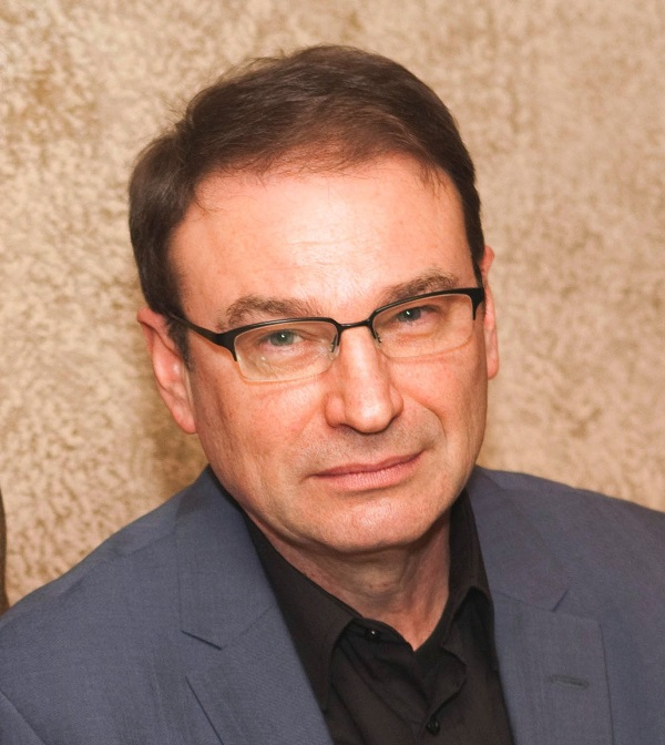 Dr. Sergei Fyodorov – surgeon, founder of the clinic Volosy.ru. Since 1996 he has been engaged in hair transplantation
